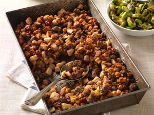 beef-sausage-stuffing-with-apples-cranberries_horizontal_pwm