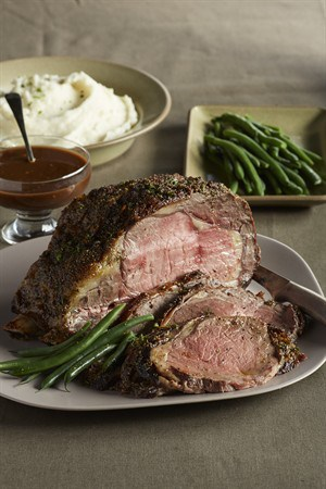 black-tie-beef-roast-with-chocolate-port-sauce-and-goat-cheese-mashed-potatoes_vertical_pwm